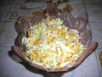 салат капустный с кукурузой