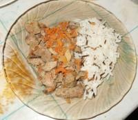 Куриная печень тушеная с морковью и луком
