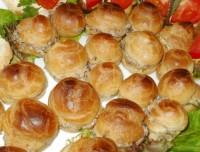 Профитроли с начинкой из грибов и сыра