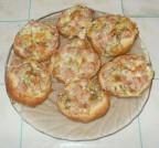 Горячие бутерброды с ветчиной сыром и зеленью