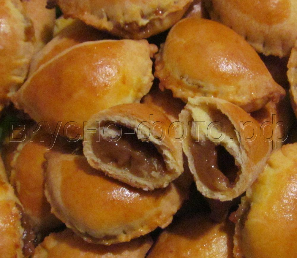 Сладкие песочные «вареники» с начинкой из вареной сгущенки