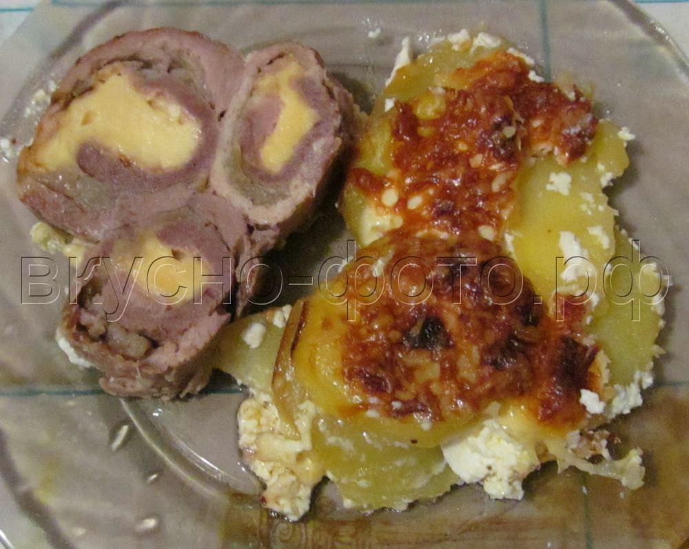 Двойные конвертики из отбивного мяса с сыром и луком