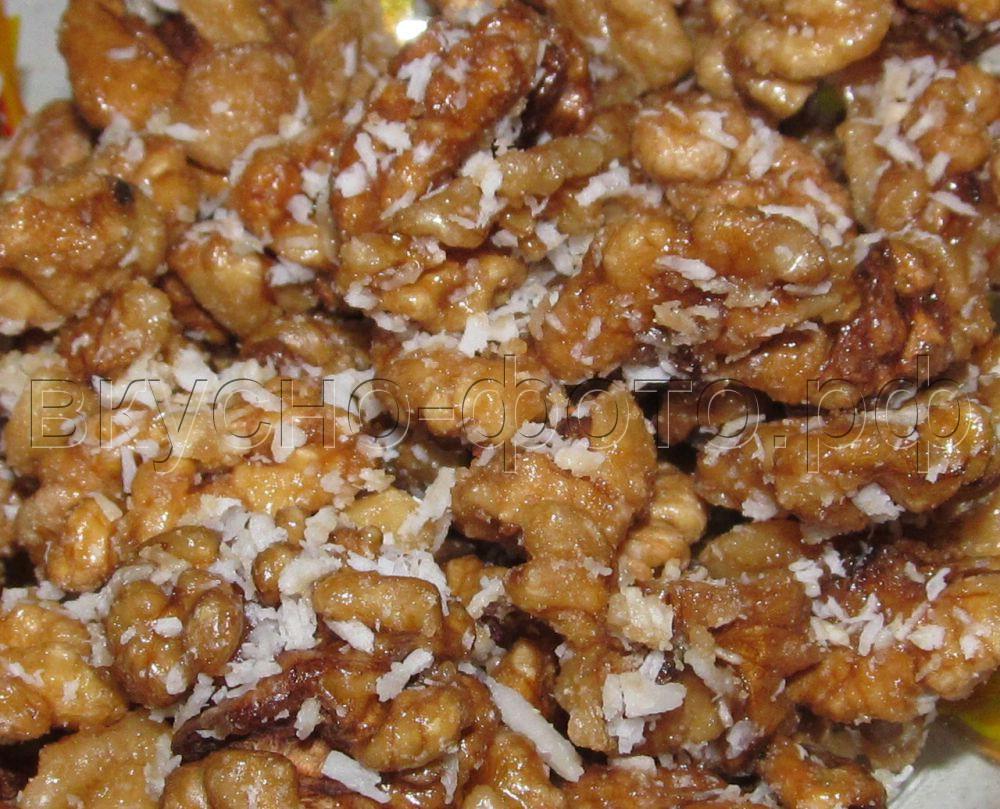 Грецкие орехи в карамели с кокосовой стружкой