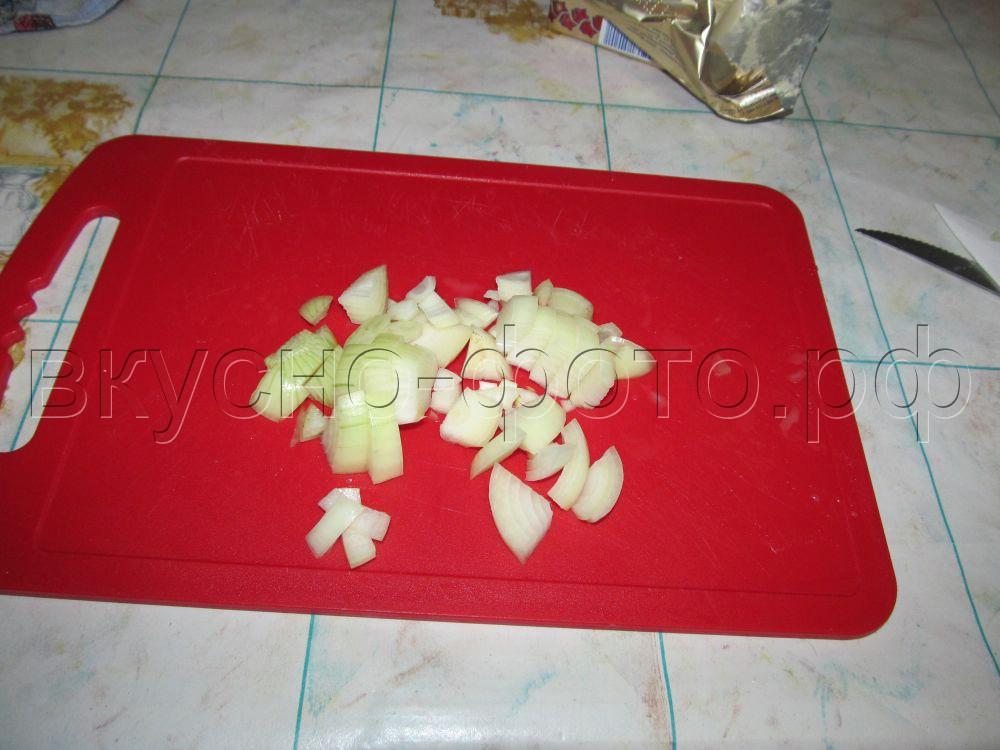 Лещ запеченный с картошкой и луком