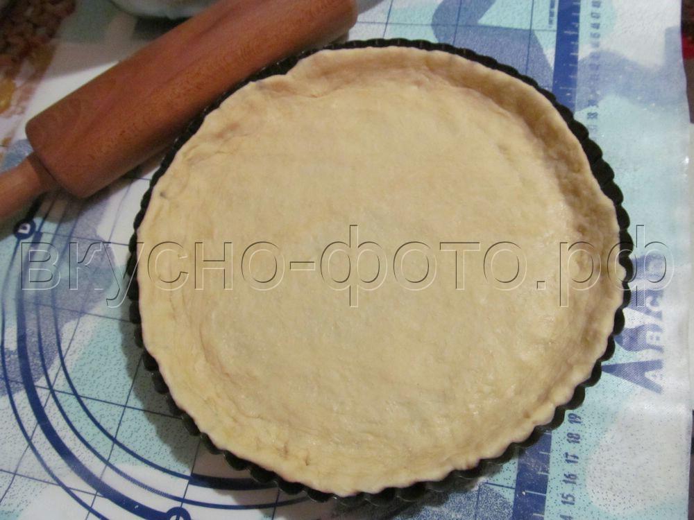 Открытый пирог с грудинкой