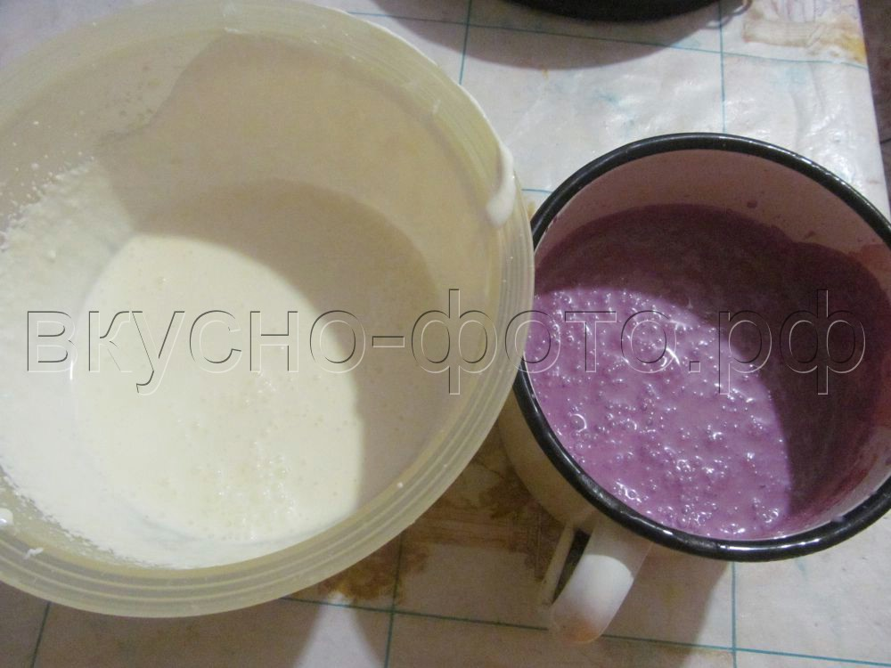 Двухцветный творожный торт без выпечки