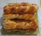Слоеные палочки с сыром