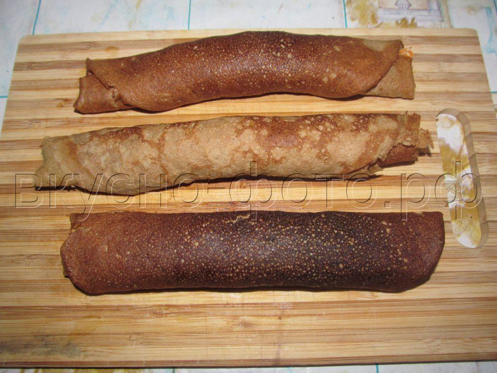 Закусочные рулетики из печеночных блинчиков с овощной начинкой