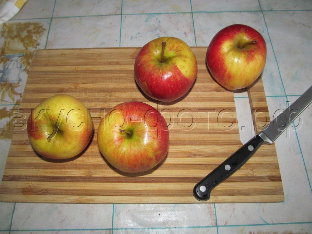 Печеные яблоки матрёшки с курагой и миндалем