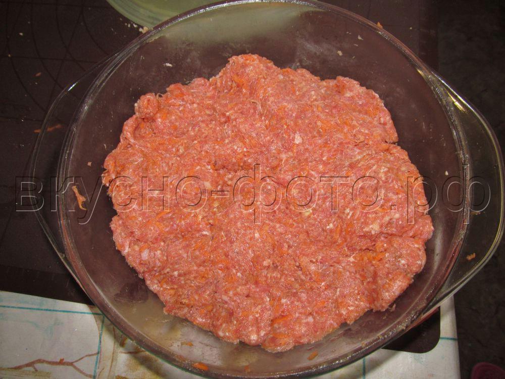 Томатные рулетики с мясным фаршем в томатно-сметанном соусе