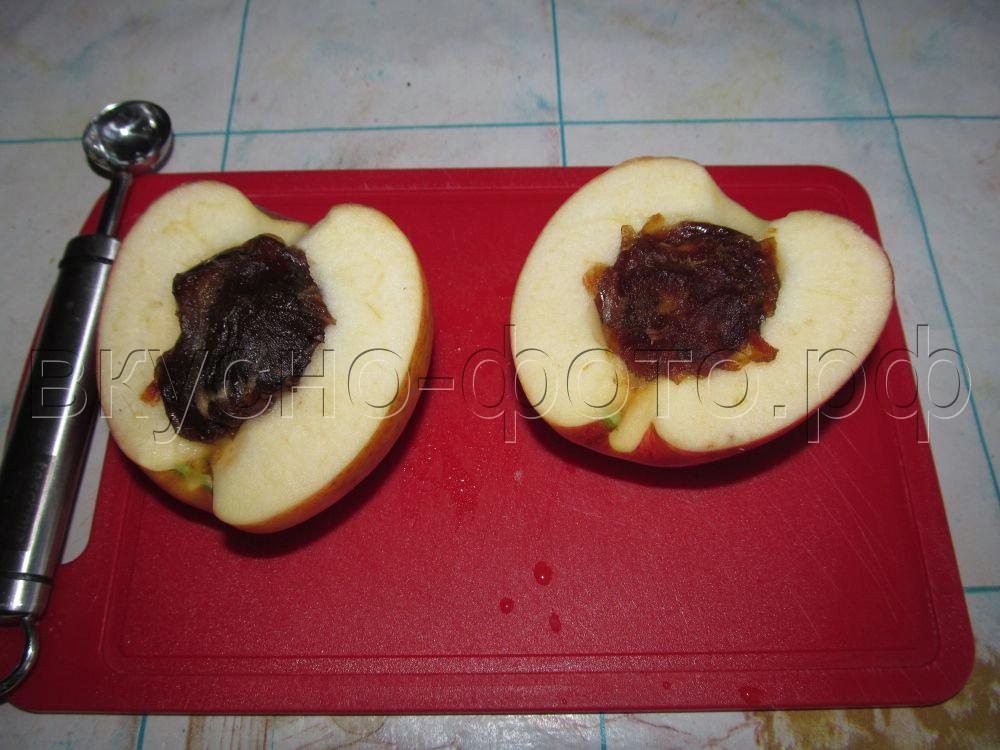 Яблоки запеченные с финиками