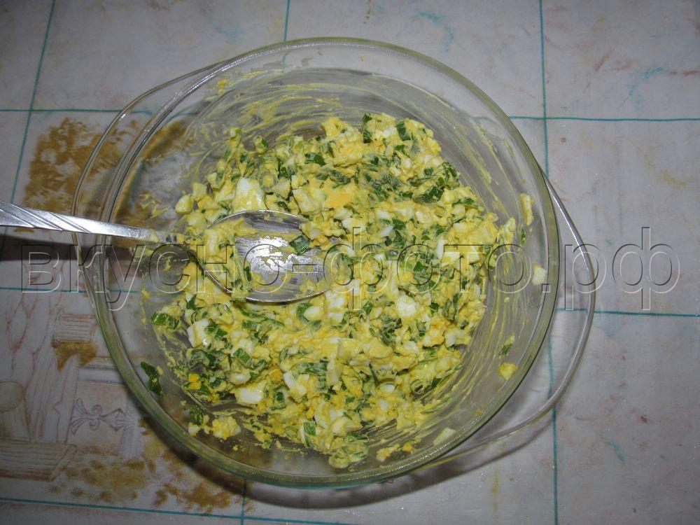 Пирожки с начинкой из вареных яиц и зеленого лука вариант 2