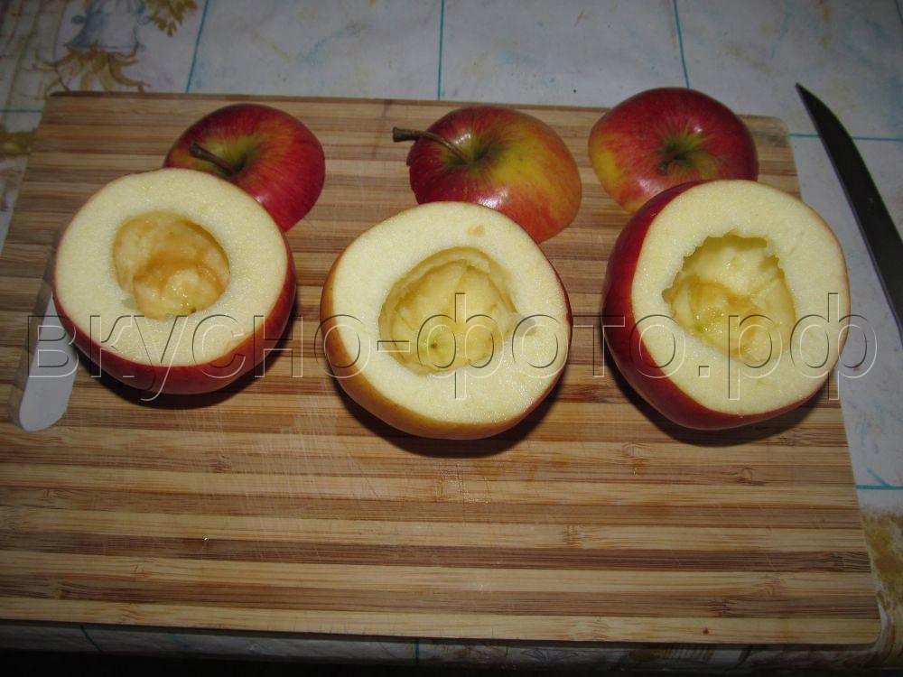 Яблоки запеченные с черносливом и грецким орехом