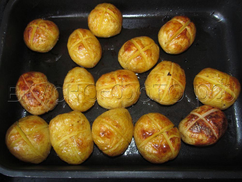 Молодая картошка запеченная с маслом