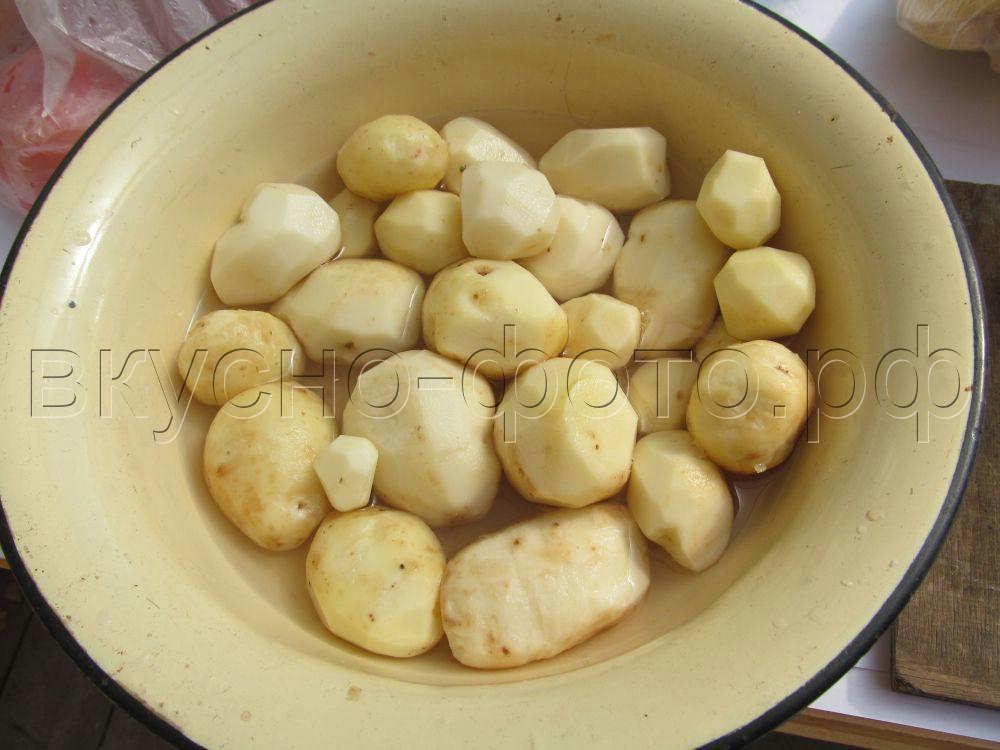 Картошка запеченная с салом на шампурах