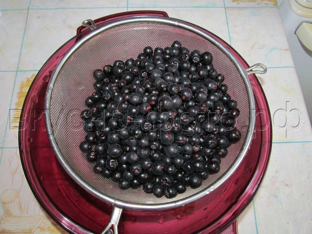 Варенье из черноплодной рябины с ранетками