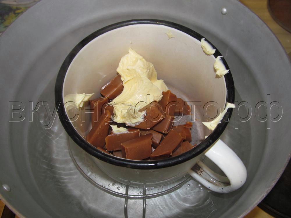 Сладкая колбаска из соломки и конфет Коровка