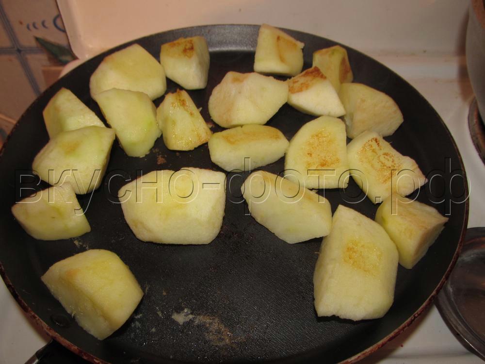 Гусь без костей фаршированный рисом яблоками и черносливом