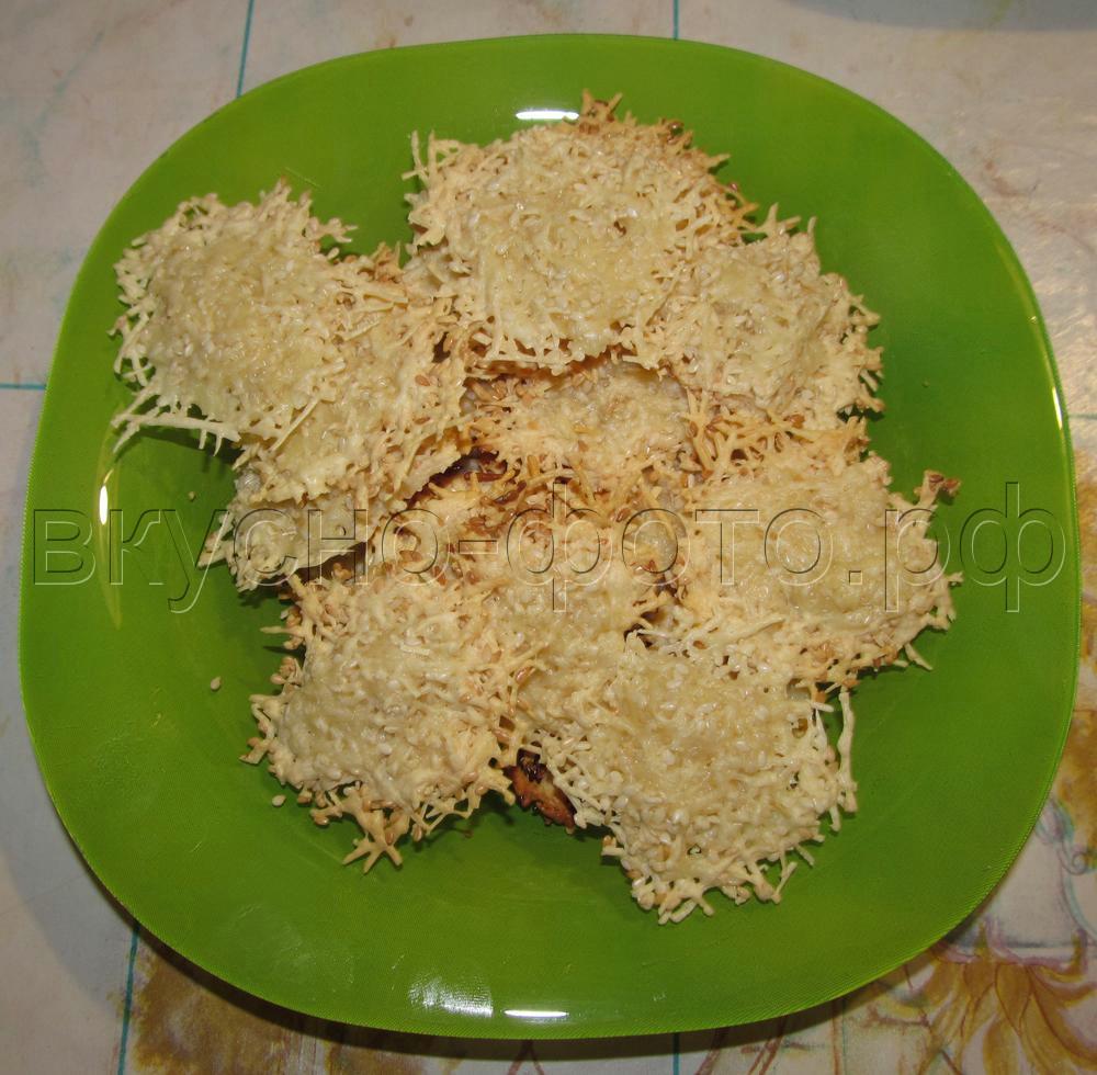 Сырные чипсы с кунжутом