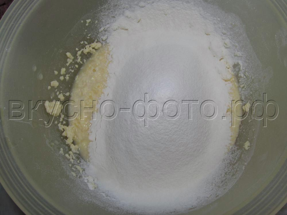 Закусочные маффины с колбасой и сыром