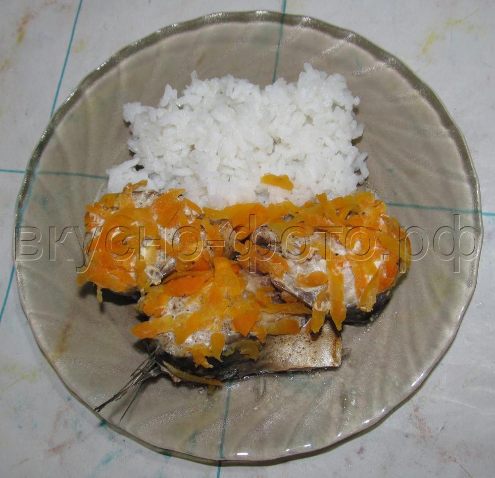 Скумбрия с морковью и луком в пароварке