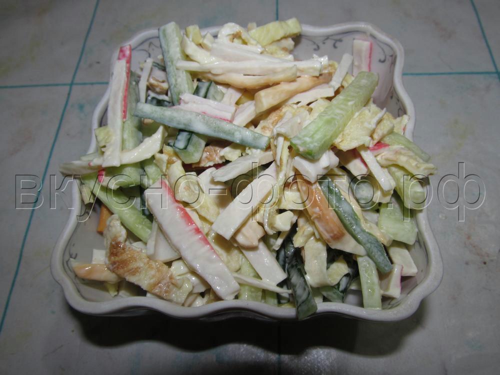 Салат с копченым сыром косичкой сулугуни
