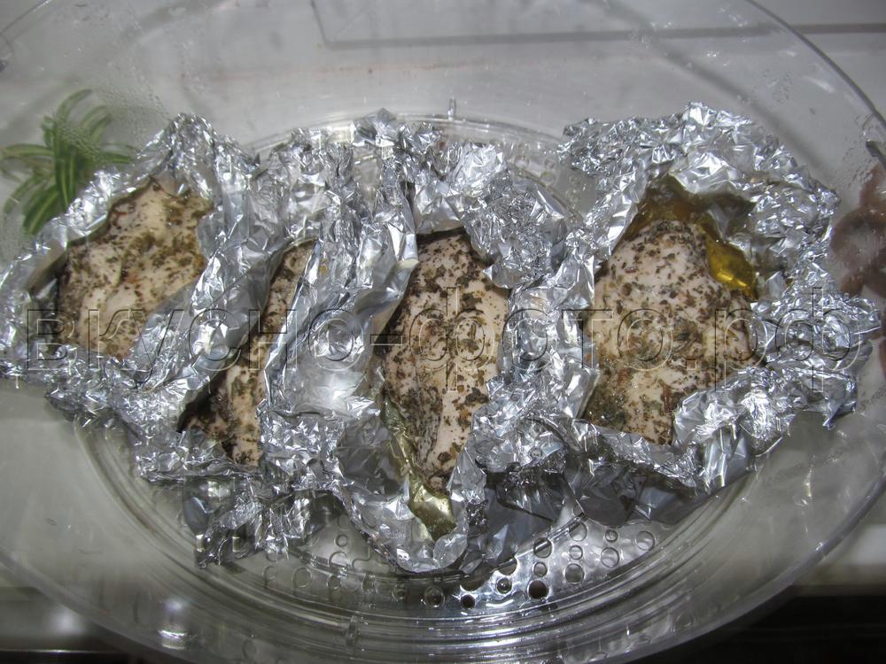 Куриная грудка с прованскими травами и лимонным соком в пароварке