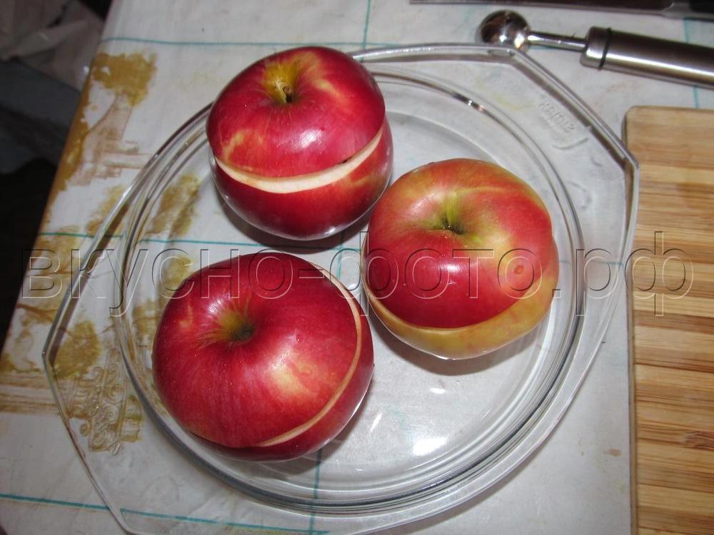 Яблоки запеченные с брусникой