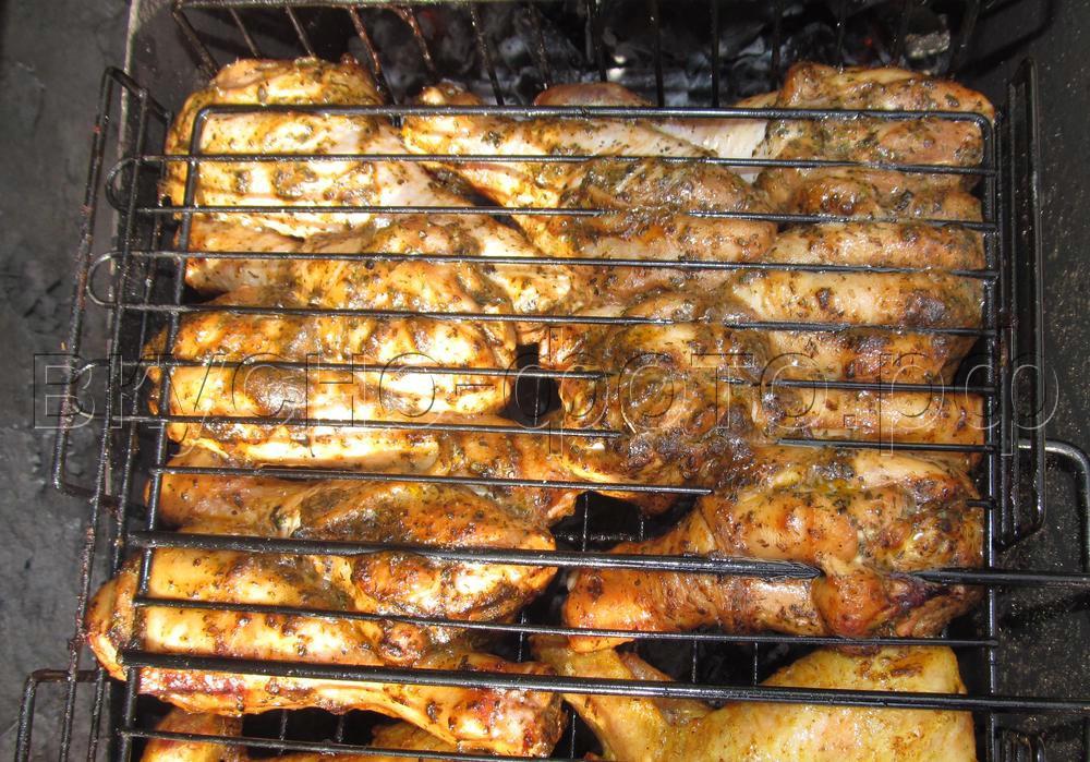 Куриные голени в маринаде из чеснока трав и оливкового масла