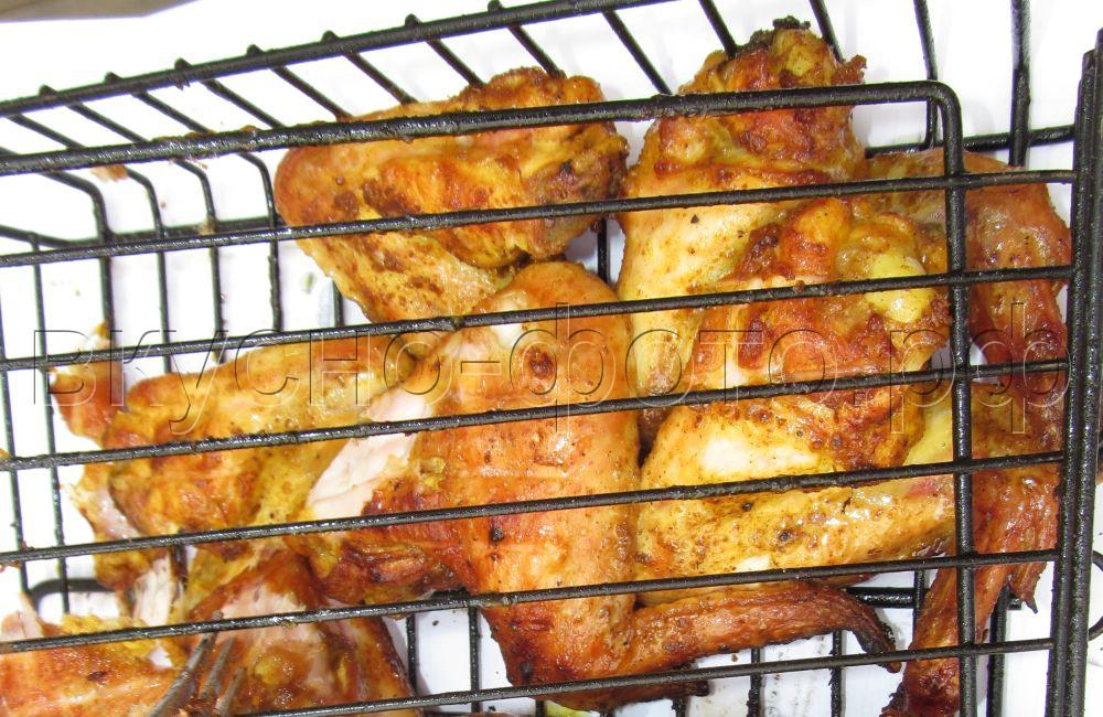Куриные крылышки в соусе карри со сливочным маслом