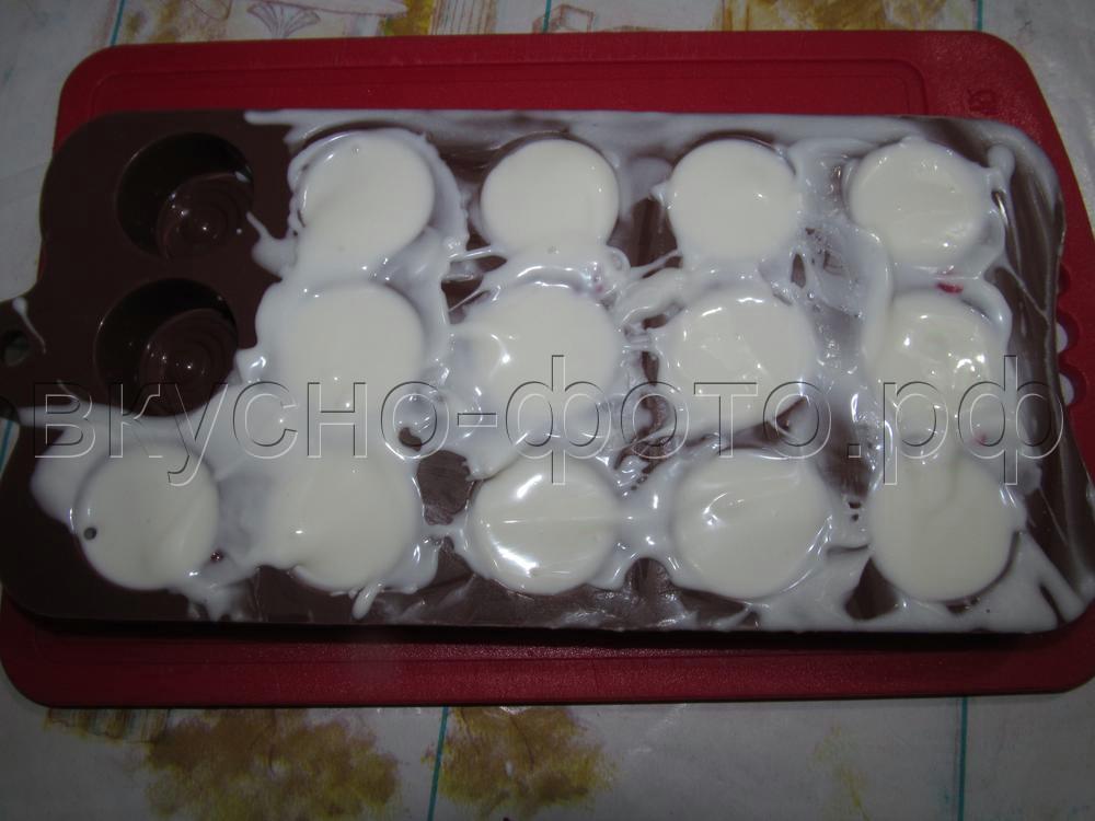Вишневое желе в белом шоколаде