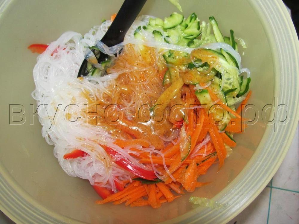 Салат из фунчезы с овощами