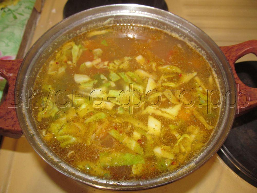Постный суп с зеленым горошком и стручковой фасолью