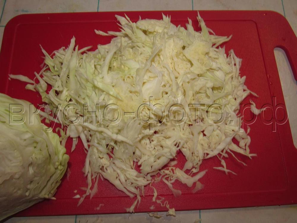 Салат из вареного мяса со свежей капустой и сыром