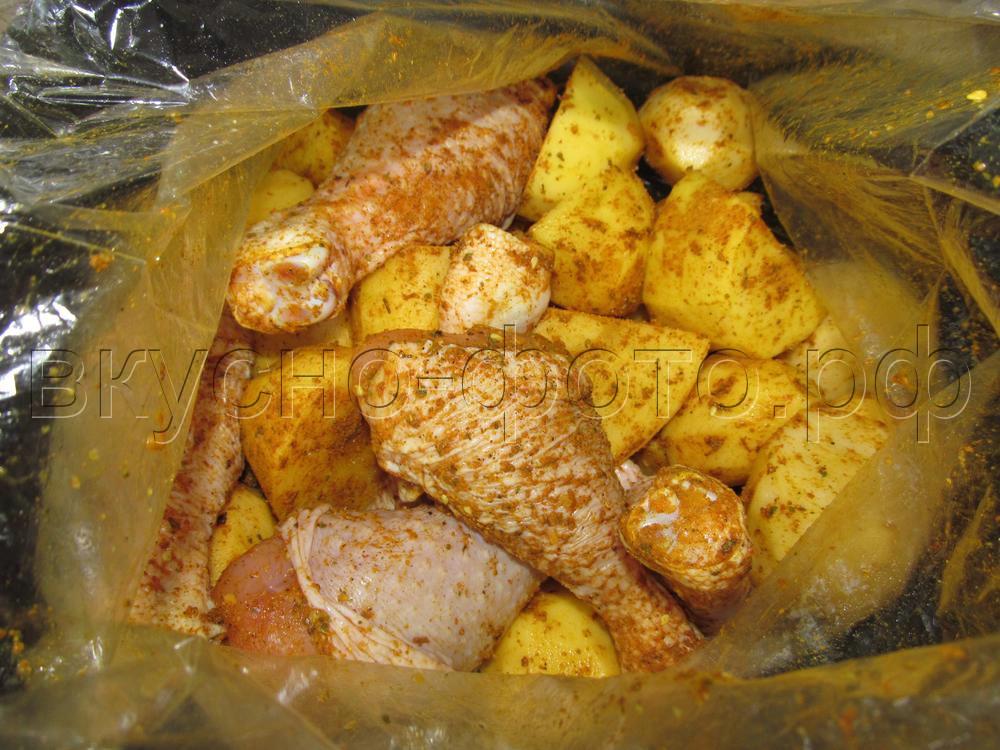 Куриные голени с картошкой запеченные в пакете