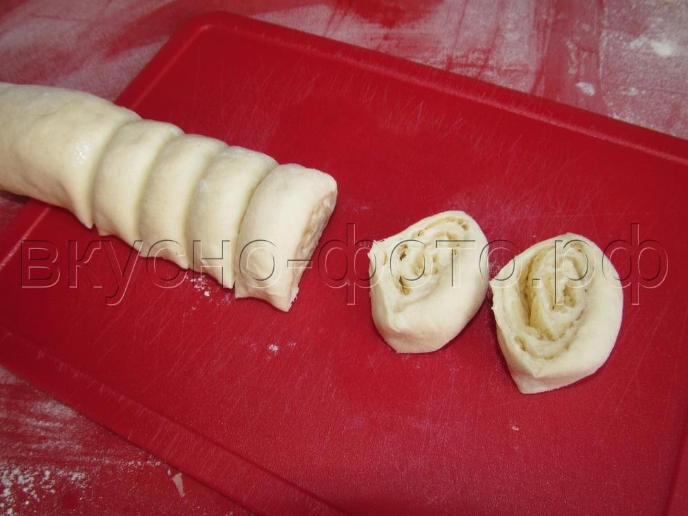 Слоеные рулетики с сыром