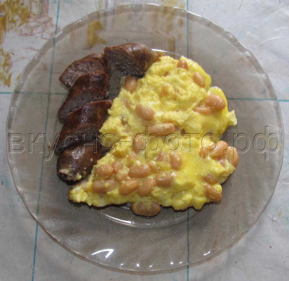 Омлет с консервированной фасолью