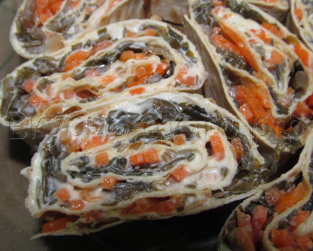 Рулет из лаваша с морской капустой и корейской морковкой