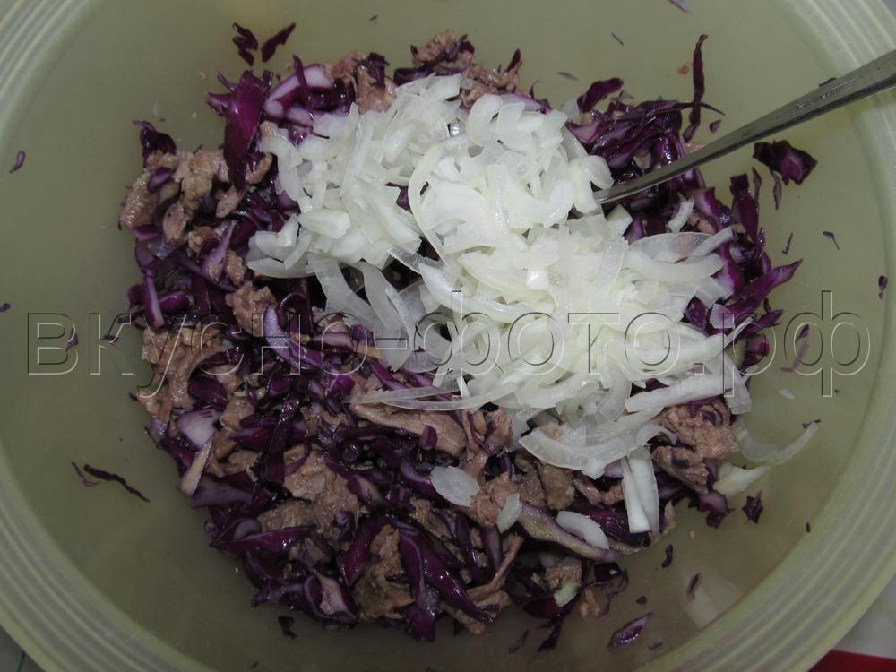 Салат с краснокочанной капустой и мясом