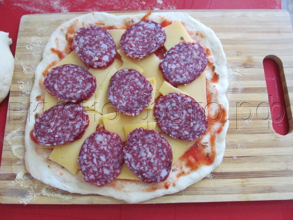 Пицца на пекарском камне