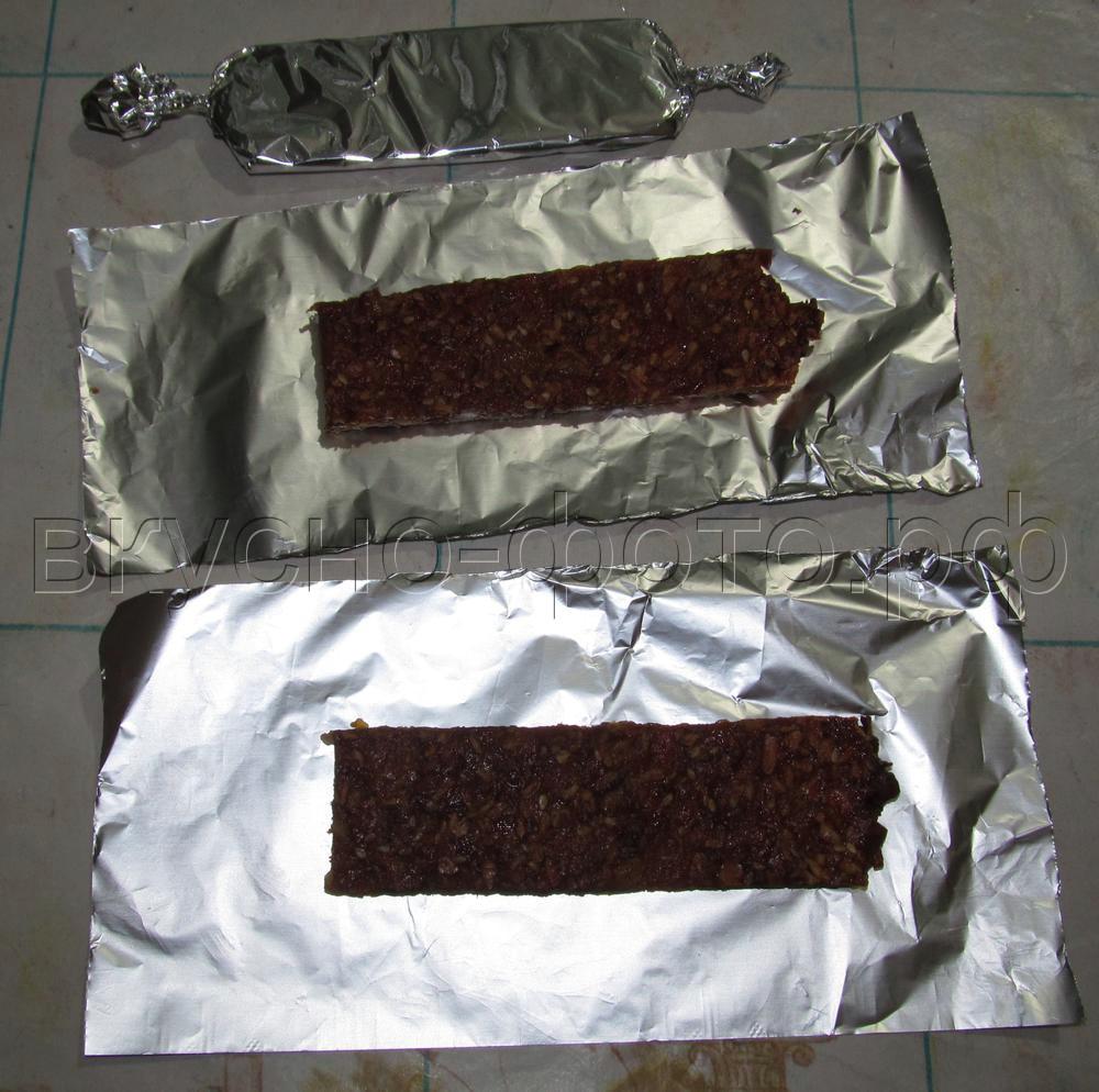 Батончики из кураги изюма орехов кунжута и кокосовой стружки