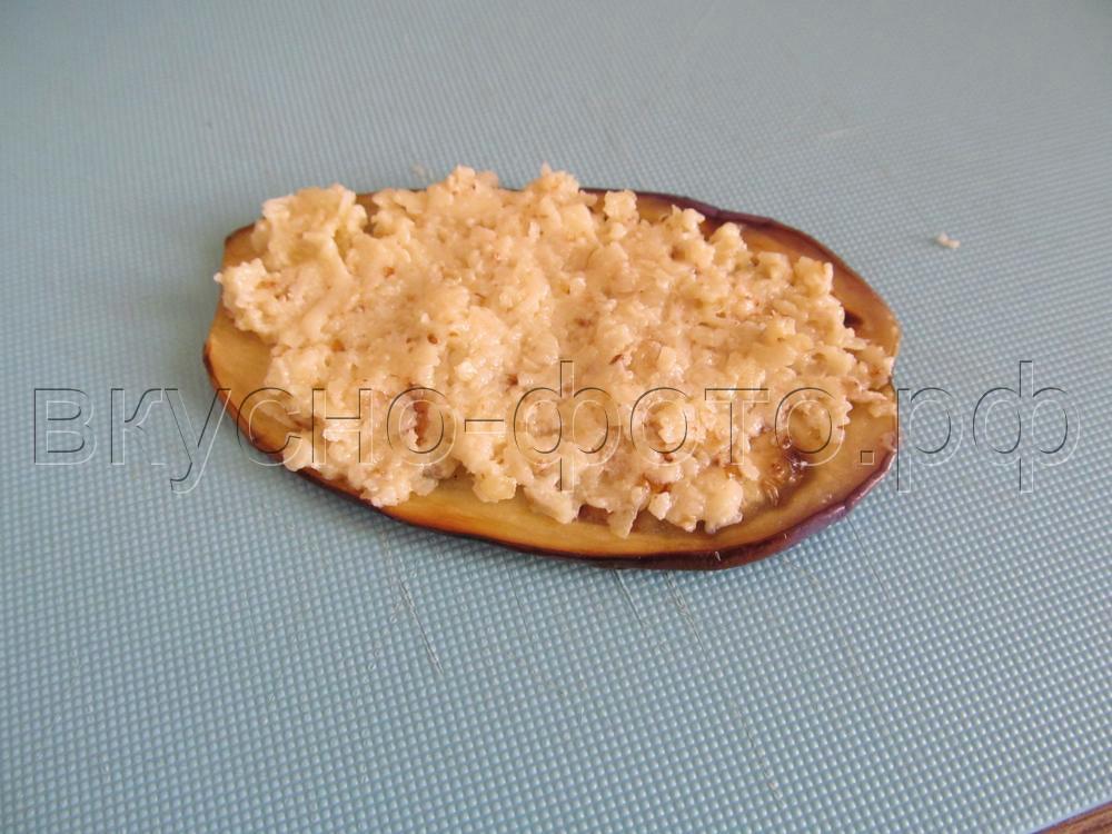 Рулетики из баклажан с сыром и грецким орехом