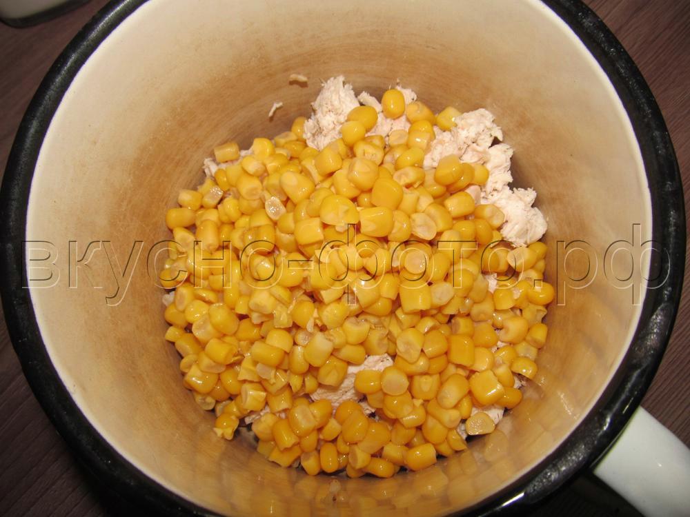 Салат из вареной курицы фасоли кукурузы и капусты