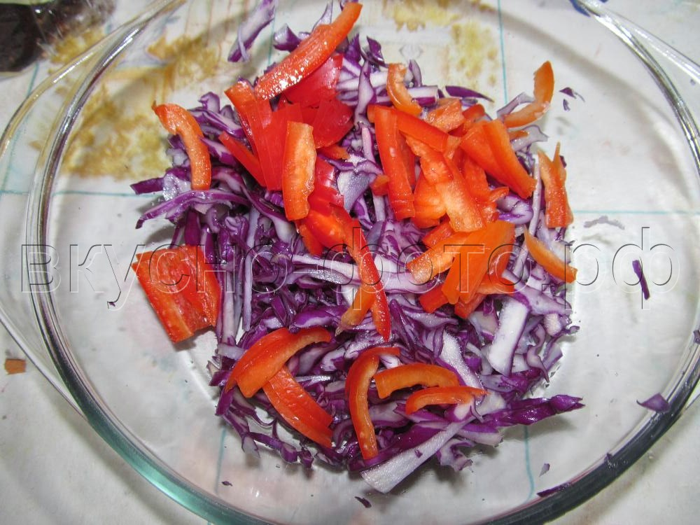 Салат из краснокочанной капусты с болгарским перцем